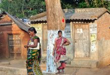 Tribal women from Odisha standing on the roadside.